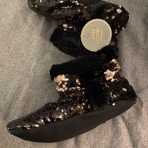 Sparkly warm sequined slipper booties NWT 8-10